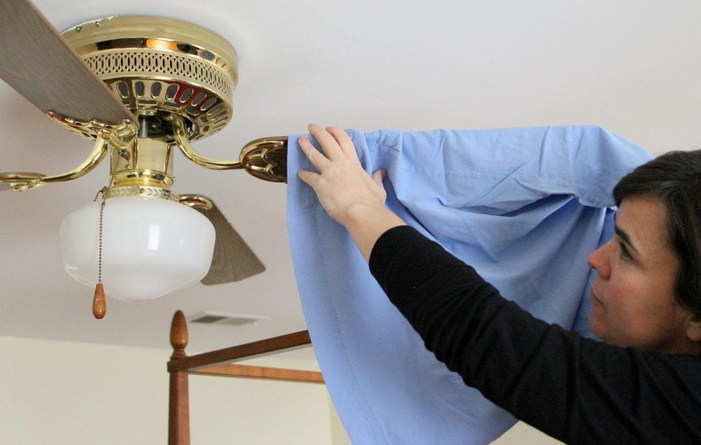 How to clean ceiling fans with pillow cases