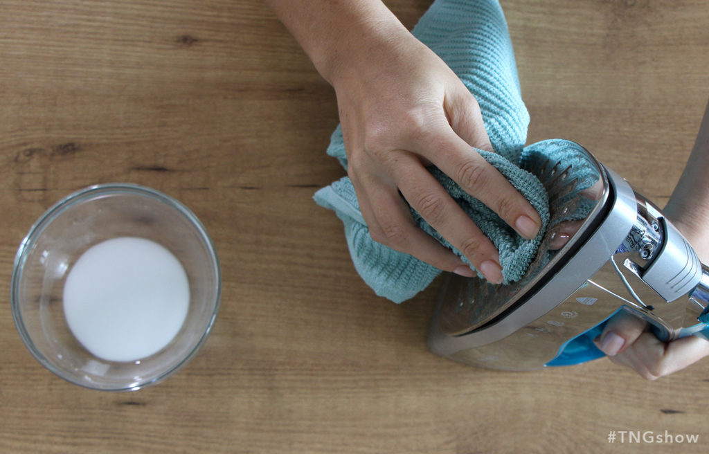 how to clean an iron with baking soda