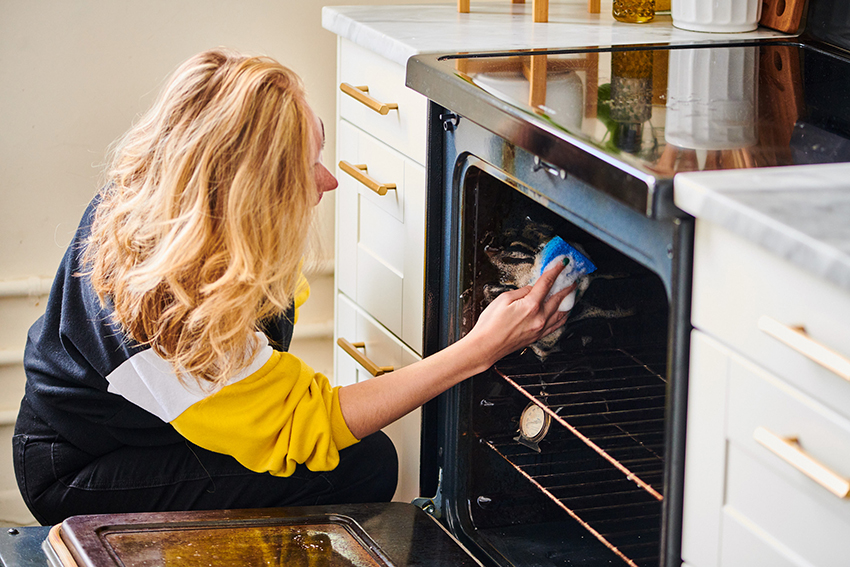 how to clean inside oven